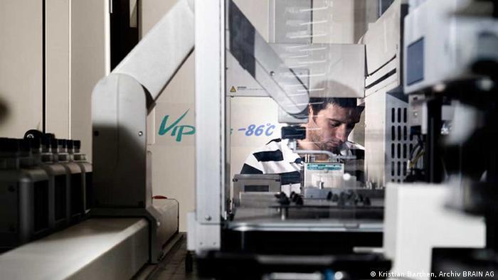 Chemischer Analyseroboter von Brain Biotech