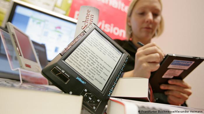 E-Book Reader, Gemeinschaftsstand Books & Bytes in Halle 3.0. Copyright: Frankfurter Buchmesse, Heimann