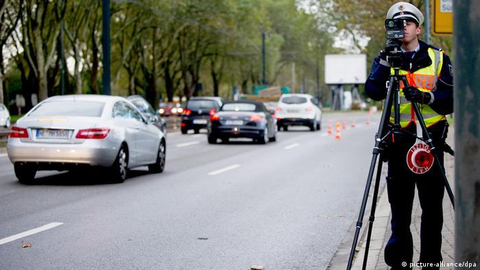 Radarkontrolle Polizeikontrolle Raser Geschwindigkeitskontrolle Polizei Blitzen