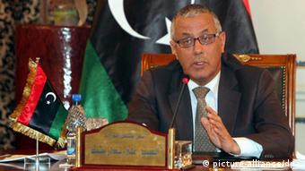 Ali Zeidan speaking from behind a desk (c) picture-alliance/dpa