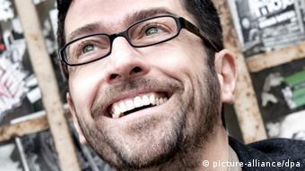 Singer Masen Abou-Dakn Copyright: Stev Bonhage dpa/lhe (zu dpa-Korr 1098 vom 03.08.2011)