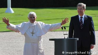 Pope Benedict and Christian Wulff on the lawn of the president's palace