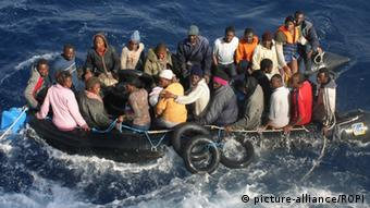 Italy/Sicily, Lampedusa - August 20, 2009 About 75 illegal African immigrants have died while travelling on a crowded rubber dinghy between Libya and Italy, Italian media reported. Archive file of a refugee boat at the mercy of the waves near Lampedusa coasts. Keine Weitergabe an Drittverwerter.