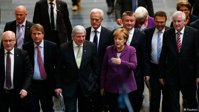 Kansela Angela Merkel na wajumbe wa muungano wake wakiwasili kwa ajili ya mazungumzo na chama cha die Grüne mjini Berlin.