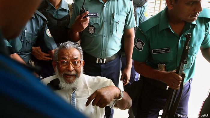 Senior member of Bangladeshs main opposition Bangladesh Nationalist Party (BNP) Abdul Alim, 83, is escorted by security personnel to a court in Dhaka, Bangladesh, Wednesday, Oct. 9, 2013. (AP Photo)