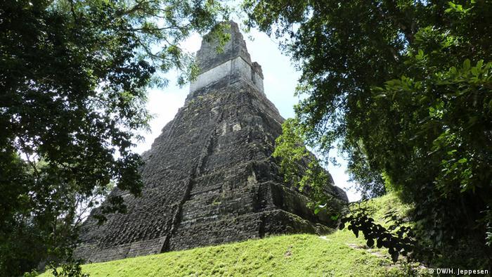 Tikal war eine der Hochburgen der Maya-Kultur. Die Ruinen liegen im heutigen Maya Biosphären-Reservat. Aufnahme: 23.09.2013, Regenwald Tikal, El Petén, Guatemala.  Foto: Helle Jeppesen für DW