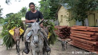 A man on a mule in Guatemala (Photo: Helle Jeppesen for DW)