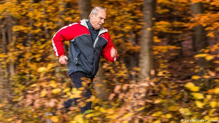 دراسة المشي يساعد تحسين وظائف المخ