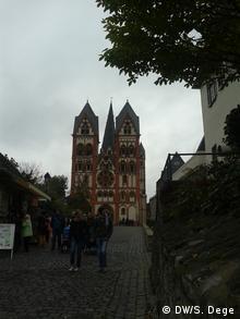 Schlechte Stimmung im Bistum Limburg: Viele Gläubige empören sich über Bischof Tebartz-van Elst, Oktober 2013; Copyright: DW/S. Dege