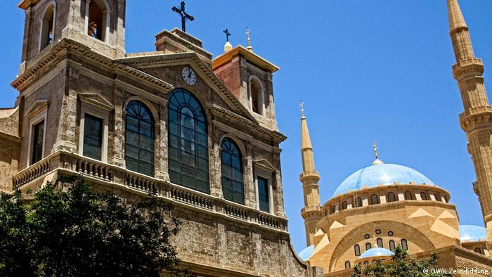 Bildbeschreibung: A church and a mosque side by side in Beirut . Foto: Khaldoun Zein-Eddine / DW Angeliefert von Khaldoun Zein-Eddine am 12.10.2013