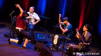 صحنهای از اجرای گروه عجم در فیلارمونی