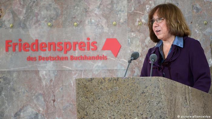 Светлана Алексиевич выступает на торжественном вручении ей Премии мира