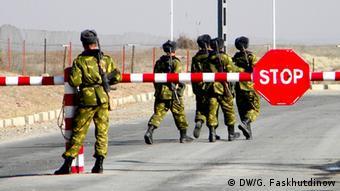 Пограничники на таджикско-афганской границе