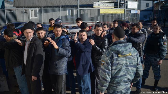 Рейд полиции против мигрантов в Москве
