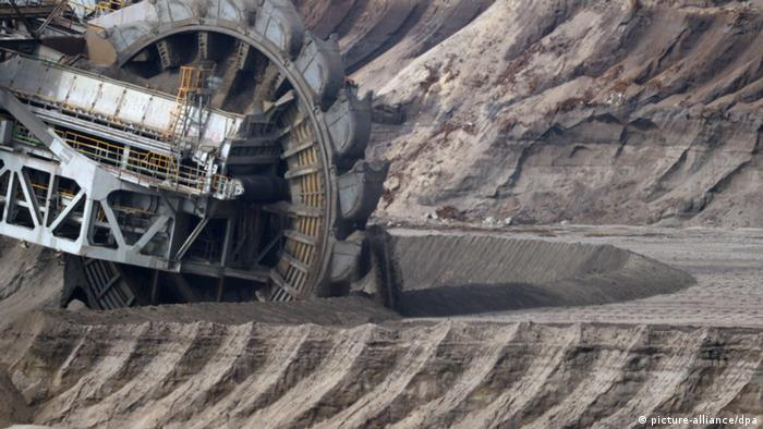 Machine excavating coal in Germany (Photo: Federico Gambarini/dpa)