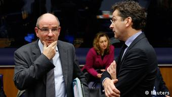 Belgium's Finance Minister Koen Geens listens to Dutch Finance Minister and Eurogroup chairman Jeroen Dijsselbloem (R) during a eurozone finance ministers meeting in Luxembourg October 14, 2013. Euro zone countries will consider on Monday how to pay for the repair of their broken banks after health checks next year that are expected to uncover problems that have festered since the financial crisis. REUTERS/Francois Lenoir (LUXEMBOURG - Tags: POLITICS BUSINESS)
