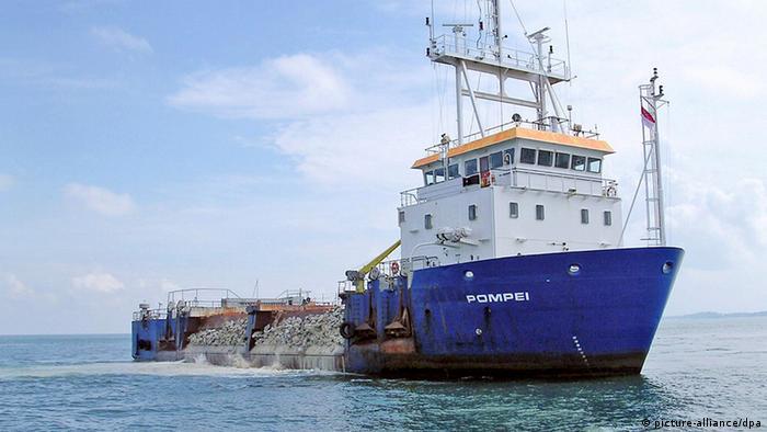 Das im April 2009 gekaperte belgische Schiff Pompei (Foto: dpa)