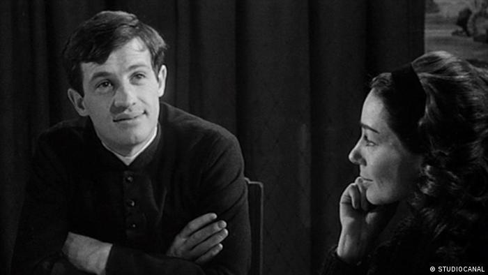 Jean-Paul Belmondo und Emmanuelle Riva im Film Eva und der Priester. (STUDIOCANAL)