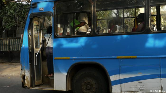Bus in Maputo (DW/J. Beck)