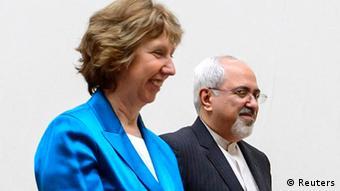 La jefa de la diplomacia de la UE, Catherine Ashton, y el ministro iraní de RR.EE., Mohamed Yawad Sarif, en Ginebra.