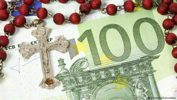 Kreuz und Rosenkranz auf Euro-Geldscheinen (Foto: dpa)