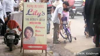Kolkata's Chinese community owns salons, restaurants and grocery shops (Photo: DW/Murali Krishnan)