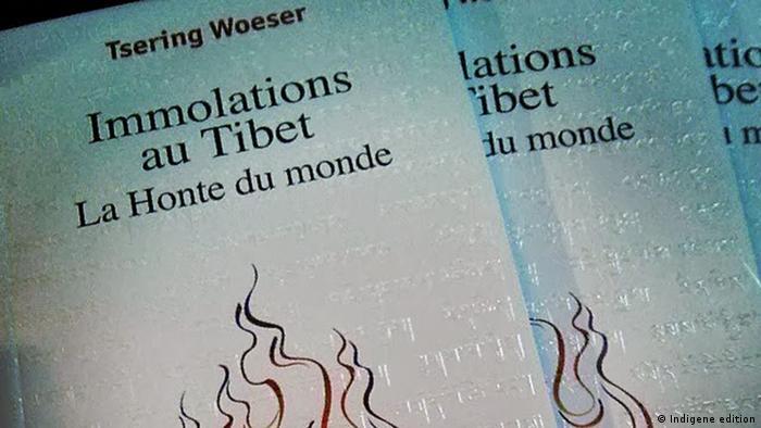 Buchumschlag von Woeser Immolations in Tibet: The shame of the world Foto angeboten von Woeser selbst Die DW darf das Bild verwenden