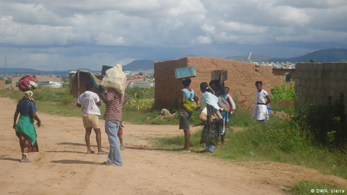 Desalojados em Tchavola, província da Huíla em Angola
