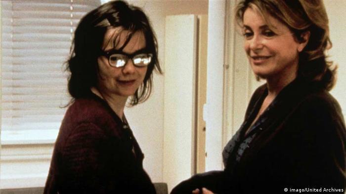 Björk opposite Catherine Deneuve (imago/United Archives)