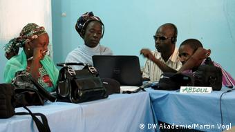 A DW Akademie workshop series is focusing on conflict-sensitive reporting and is sensitizing Niger journalists to the skills of balanced reporting (photo: DW Akademie/Martin Vogel).