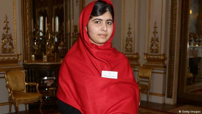 Malala YousafzaiElizabeth II (Getty Images)