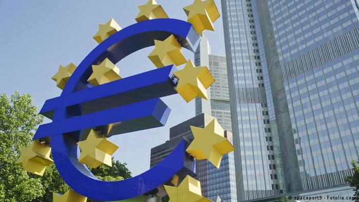 Символ евро возле Европейского центрального банка