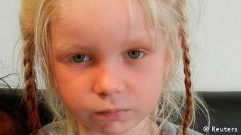 «Οι υποτιθέμενοι γονείς του κοριτσιού λάμβαναν παράνομα 14.000 ευρώ ετησίως σε παιδικά και κοινωνικά επιδόματα»