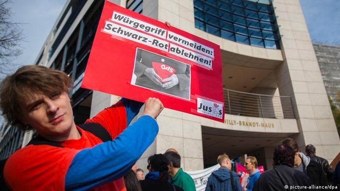 Demonstranten vor SPD-Zentrale in Berlin (Foto: dpa)
