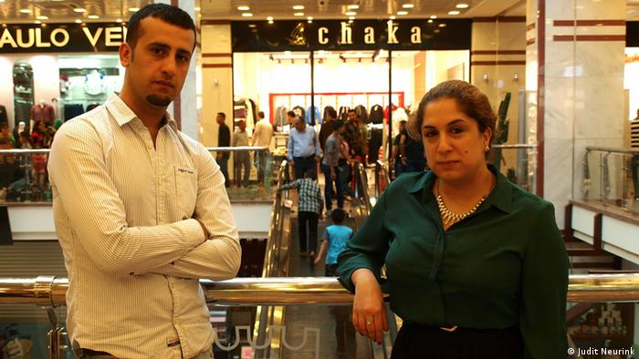 Nechir Herki and Beri Shalmashi in the mall Copyright: Judit Neurink, DW Mitarbeiterin, Erbil, Sept. 2013