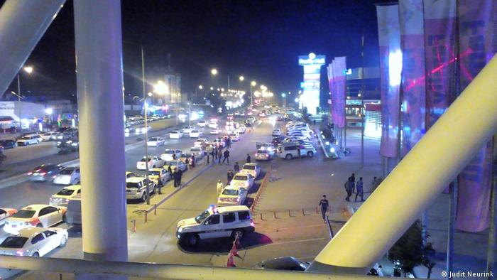 shopping mall at night Copyright: Judit Neurink, DW Mitarbeiterin, Erbil, Sept. 2013
