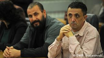 Journalist Tomislav Kezarovski (r.) (Foto: DW/Petr Stojanovski)