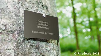 Name plaque on tree (Copyright: FriedWald)