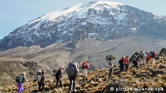 Bergsteiger auf den Kilimandscharo (Foto: picture-alliance/dpa)