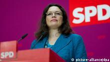 SPD-Generalsekretärin Andrea Nahles spricht am 21.10.2013 während einer Pressekonferenz im Willy-Brandt-Haus in Berlin zum SPD-Mitgliedervotum über einen Koalitionsvertrag mit den Christdemokraten. Die Mitgliederabstimmung wird laut Nahles rund zwei Wochen dauern. Foto: Ole Spata/dpa pixel
