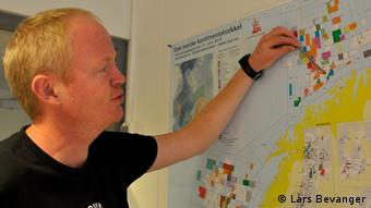Lars Haltbrekken points out recent oil finds off Norway Copyright: Lars Bevanger