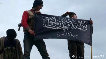 Kämpfer der Al-Nusra-Front in Syrien (Foto: AP Photo/Edlib News Network ENN, File)