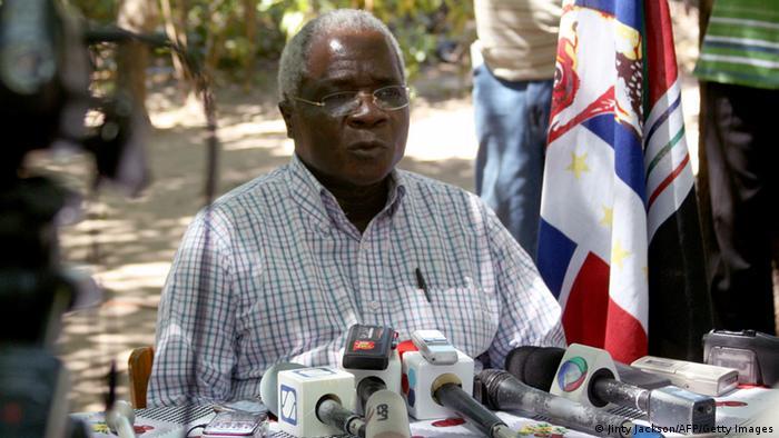 Líder da RENAMO, Afonso Dhlakama, em abril de 2013
