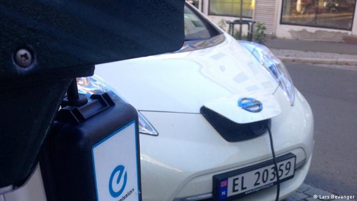 Umsonst Aufladen eines elektrischen Autos in Norwegen (Lars Bevanger)