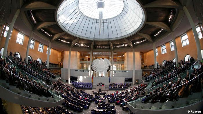 A general view of members of the Bundestag, German lower house of parliament, waiting during a constitutional meeting of the Bundestag in Berlin October 22, 2013. REUTERS/Fabrizio Bensch (GERMANY - Tags: POLITICS)
