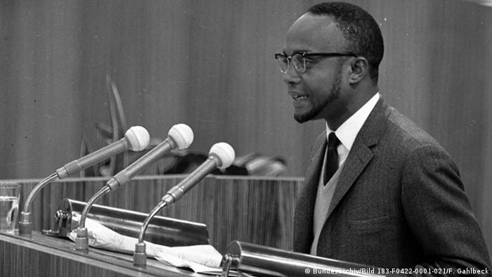 DDR Afrika Besuch aus Kapverdische Inseln Amílcar Cabral in Ost-Berlin SED Parteitag (Bundesarchiv/Bild 183-F0422-0001-021/F. Gahlbeck)