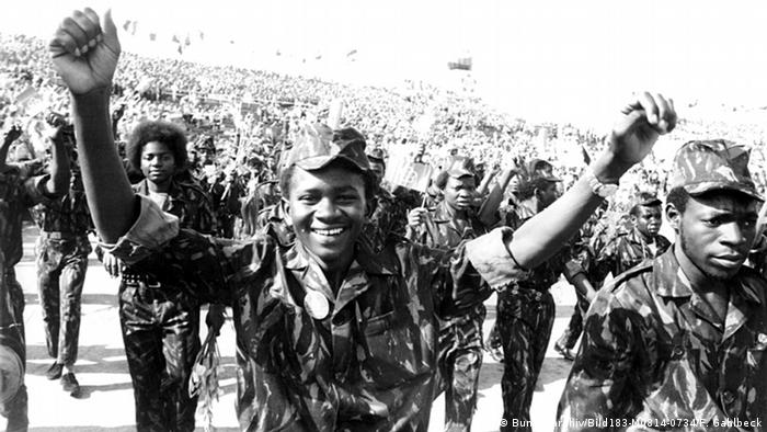 DDR Afrika Besuch aus Angola in Ost-Berlin Stadion der Weltjugend