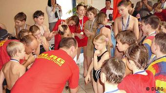 Lifeguards and instructors try to help kids overcome their fear of water Copyright: DLRG