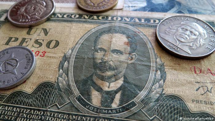 Scheine und Münzen der kubanischen Inlands-Währung Peso Cubano