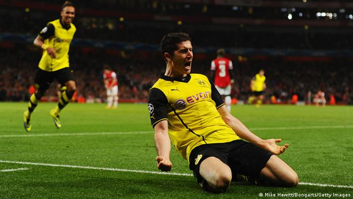 GettyImages 185585296 LONDON, ENGLAND - OCTOBER 22: Robert Lewandowski of Borussia Dortmund celebrates scoring their second goal during the UEFA Champions League Group F match between Arsenal and Borussia Dortmund at Emirates Stadium on October 22, 2013 in London, England. (Photo by Mike Hewitt/Bongarts/Getty Images)